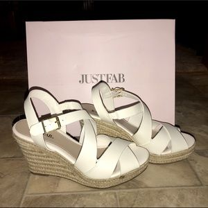 NEVER BEEN WORN JUST FAB SIZE 7 WHITE WEDGES